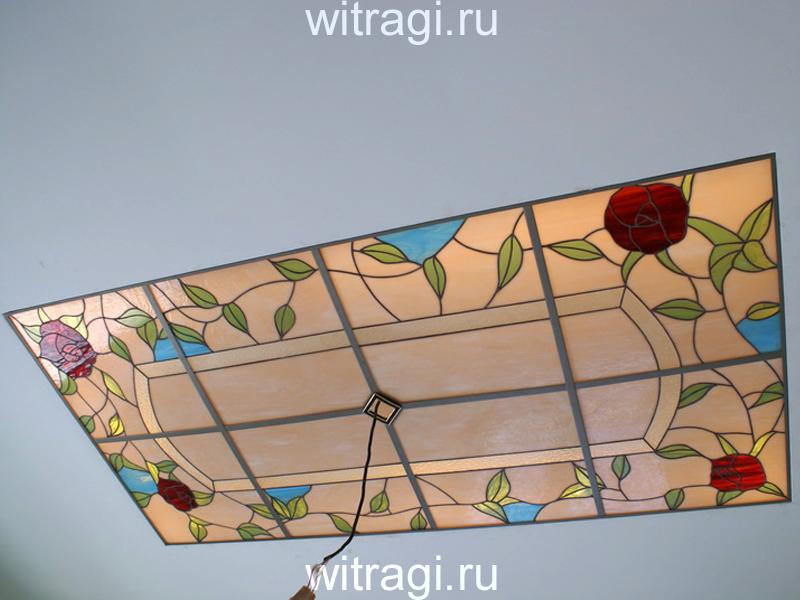 Витраж Тиффани: Потолочный витраж «Современная классика с розами» с растительным орнаментом